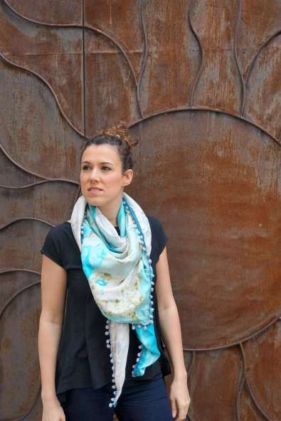 Wayome Upcycling foulard bleu ciel soleil regard gauche