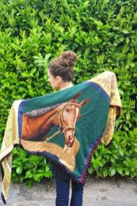 Wayome Upcycling foulard cheval dos regard gauche derriere