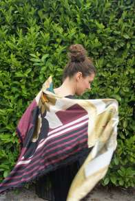Wayome Upcycling foulard cheval dos violet regard droit