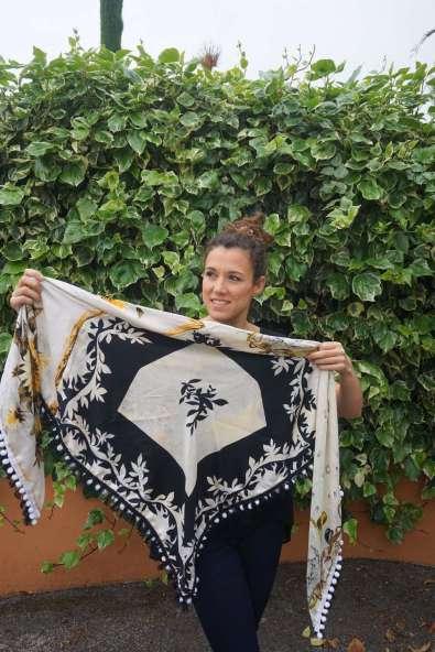 Wayome Upcycling foulard noir et blanc cote pile