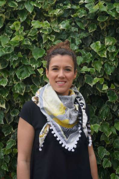Wayome Upcycling foulard noir et blanc droit regard devant