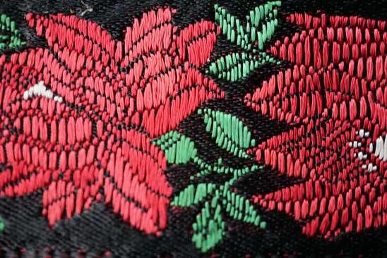 Wayome Upcycling rubans en soie zoom fleurs rouges