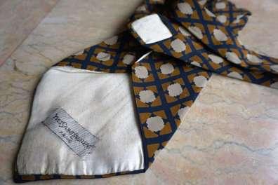 Wayome Upcycling que faire avec ces cravates brun yves saint laurent