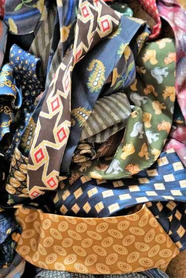Wayome Upcycling des cravates et encore des cravates vrac jaune