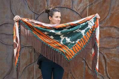 Wayome Upcycline le foulard en soie marron et vert ouvert cote vert