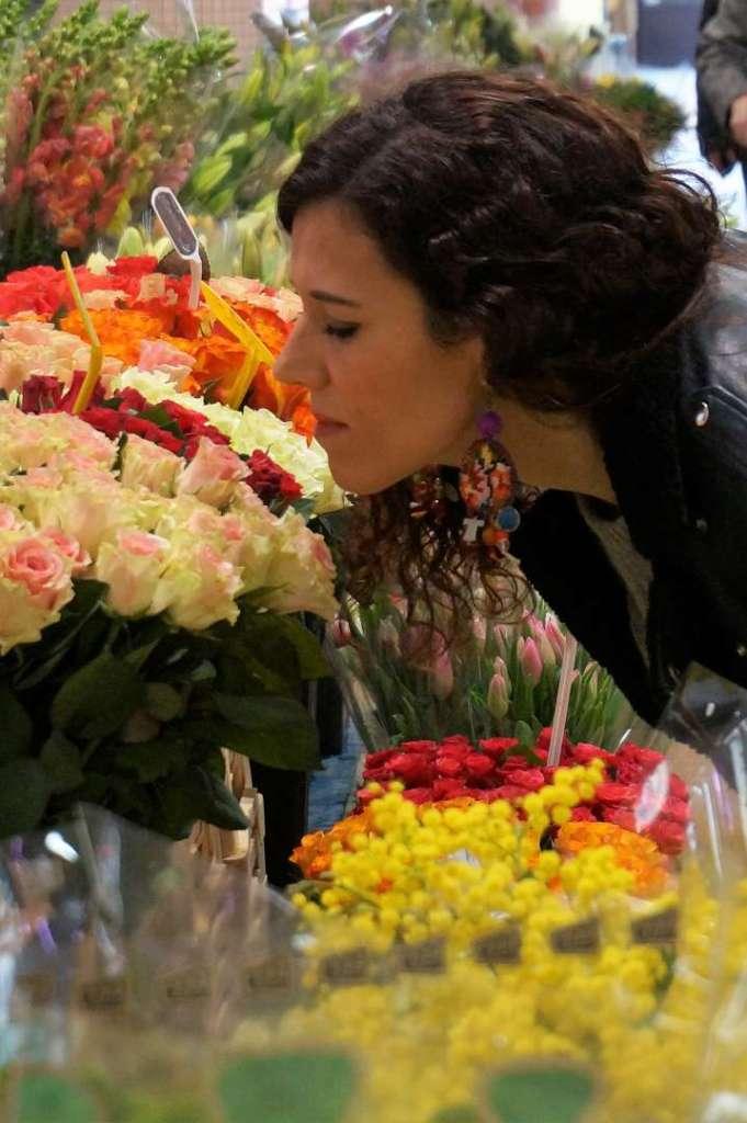 Wayome upcycling faire son marché avec de belles boucles d'oreilles en canevas sentir fleurs roses