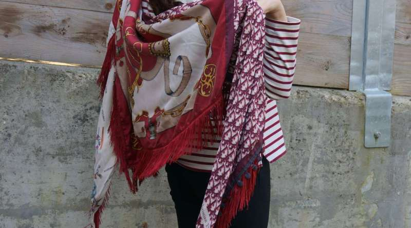Wayome Upcycling Un foulard en soie plein de rayures image une