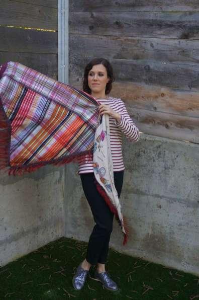 Wayome Upcycling Un foulard en soie plein de rayures ouvert