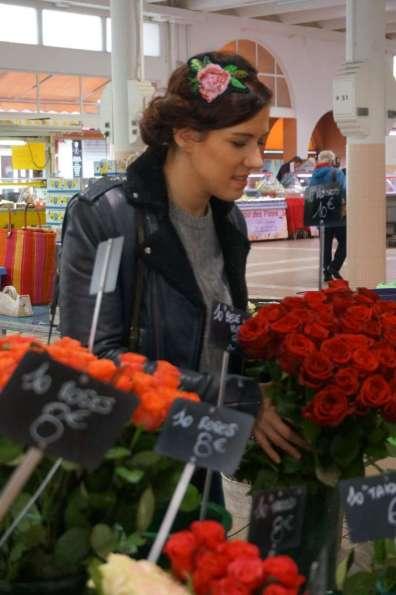 Wayome upcycling Un headband avec une rose en canevas rebrodée de perles de rocailles regard bas achat roses