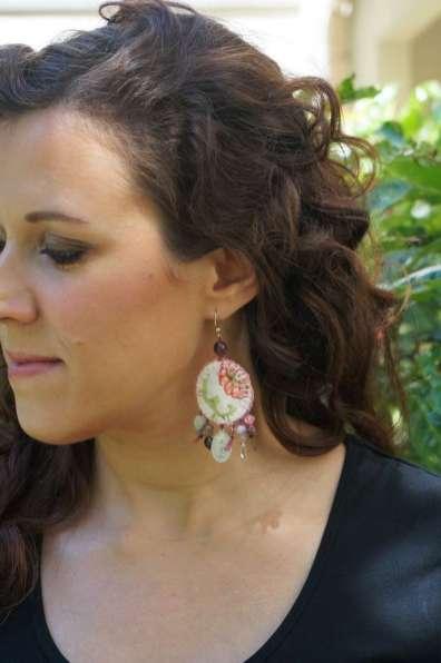 Wayome upcycling Boucles d'oreilles en canevas rose profil gauche