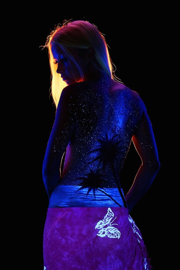 body-paint-art-black-light-4
