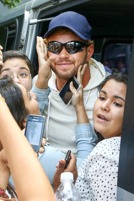 Kellan Lutz gets mobbed by his Brazilian fans