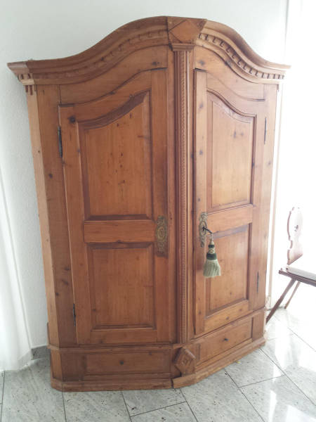 Old_cabinet 1