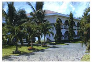 lago-de-oro-beach-club-facade