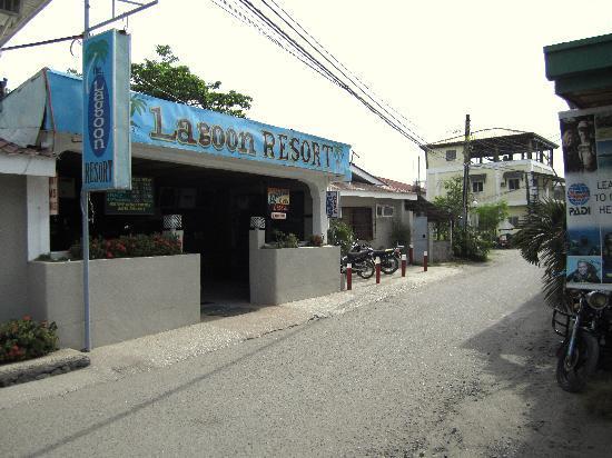 facade-street-lagoon
