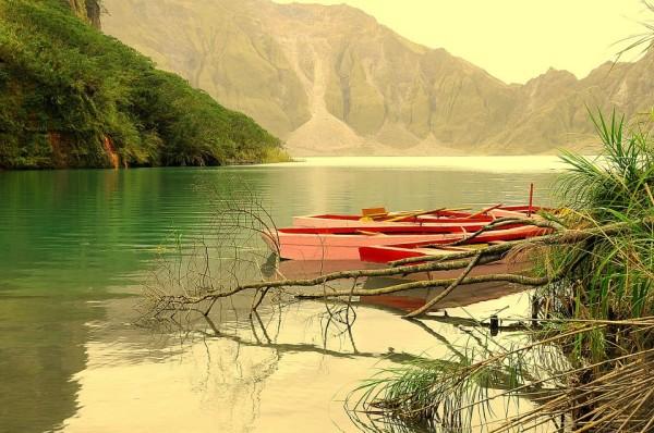Mt pinatubo boat