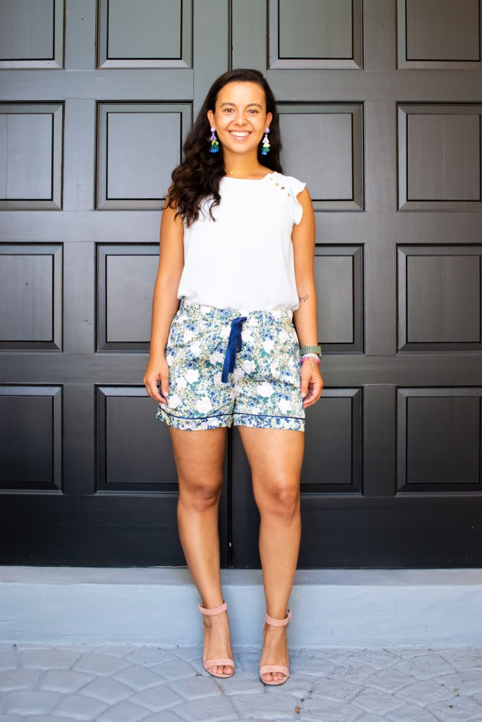 Styling these Ann Taylor Pj shorts for a nice dinner date. Pajamas as daywear look 4
