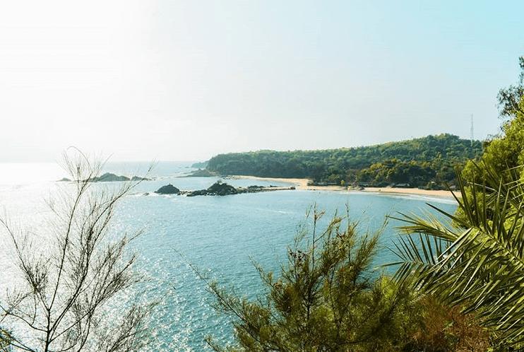 om beach gokarna in karnataka