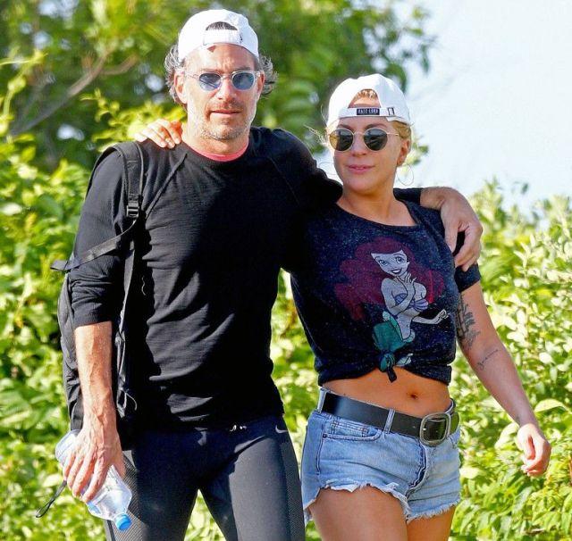 Lady Gaga engaged Christian Carino, wazzuptonight.com