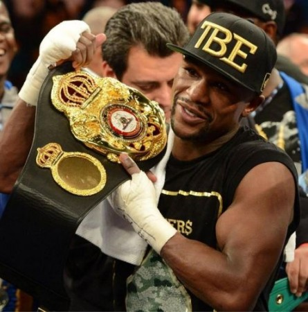 Picture of the day-Floyd Mayweather shows off his new WBA belt