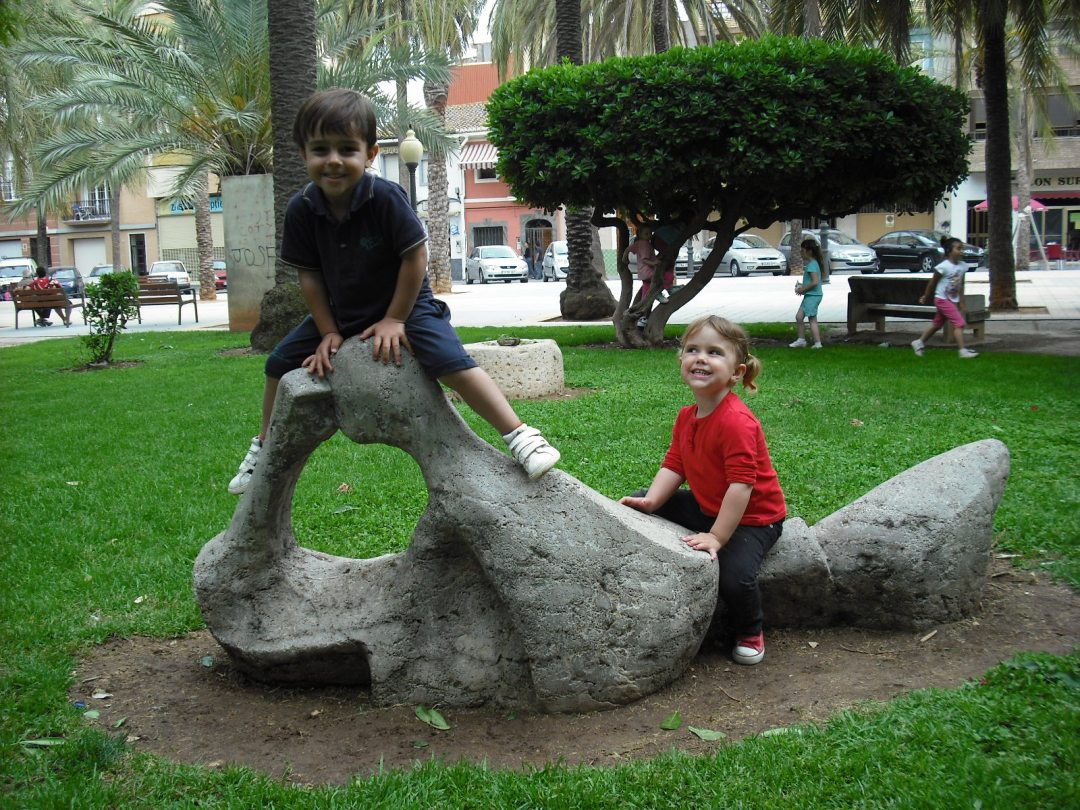 Carla y Yago, parque de silla, cumple de pau