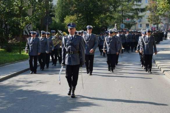 Uroczyście wręczono sztandar ufundowany dla Komendy Powiatowej Policji w Mielcu [FOTO, VIDEO, DRON]