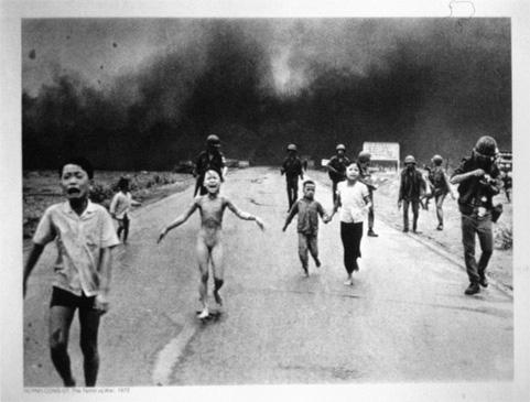 Vietnam, damals war es mit Napalm, alles damals nicht mitgekriegt (Gnade der späten Geburt ?), oder schon vergessen ?