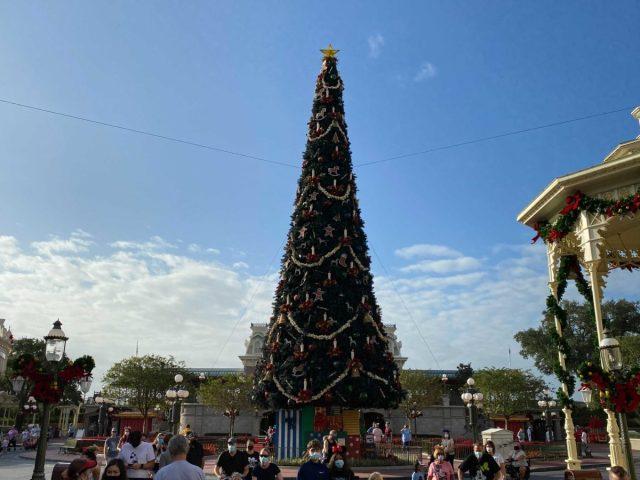 christmas-magic-kingdom-2020-decorations_13
