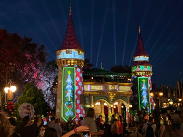cinderella-castle-projections-christmas-2020_10-9382818