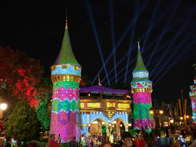 cinderella-castle-sweater-projections-christmas-2020_3-1205282