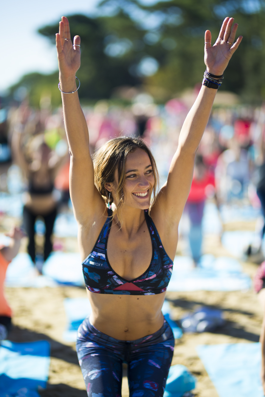 justine-mauvin-yoga-roxy-fitness-hossegor-2017-guillaume-arrieta-we-creative