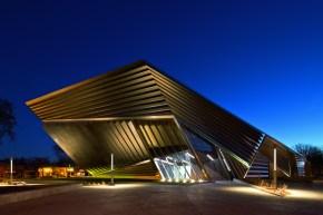 LTP400: Eli and Edythe Broad Art Museum. Michigan State University. East Lansing, Michigan (USA)Lighting design: ARUP & Peter Basso AssociatesArchictect: Zaha Hadid Architects, LondonPhoto: Brad Feinknopf, Columbus OH