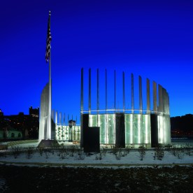 ETC100 LED: Southwestern Pennsylvania World War II Memorial. Pittsburgh, Pennsylvania (USA) Lighting design: Hilbish McGee Lighting DesignArtist: Larry KirklandLandscape Architect: Design WorkshopPhoto: Ed Massery