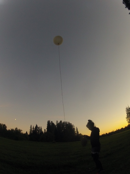 0launching_first_balloon_to_colect_data.jpg