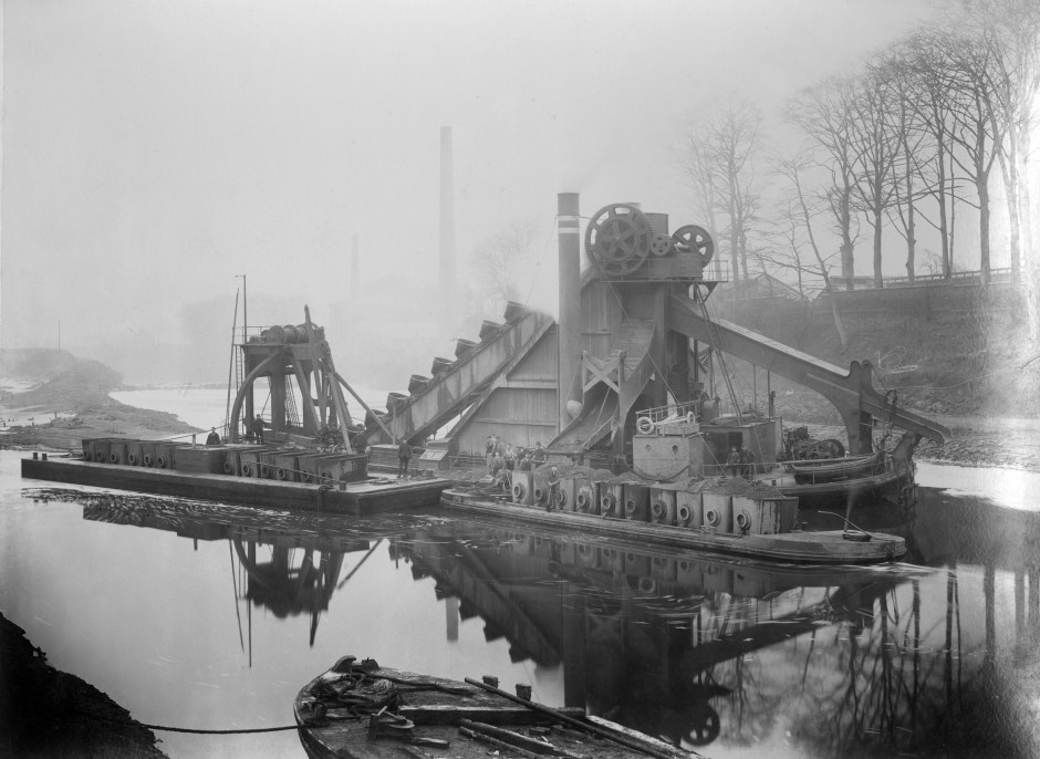 Building of the Manchester Ship Canal, 1887-1893. Courtesy of Chetham's Library 4