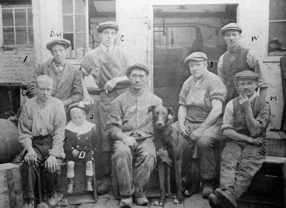 Pendlebury tripe workers, 1890s. Courtesy of Manchester Libraries, Information and Archives, Manchester City Council