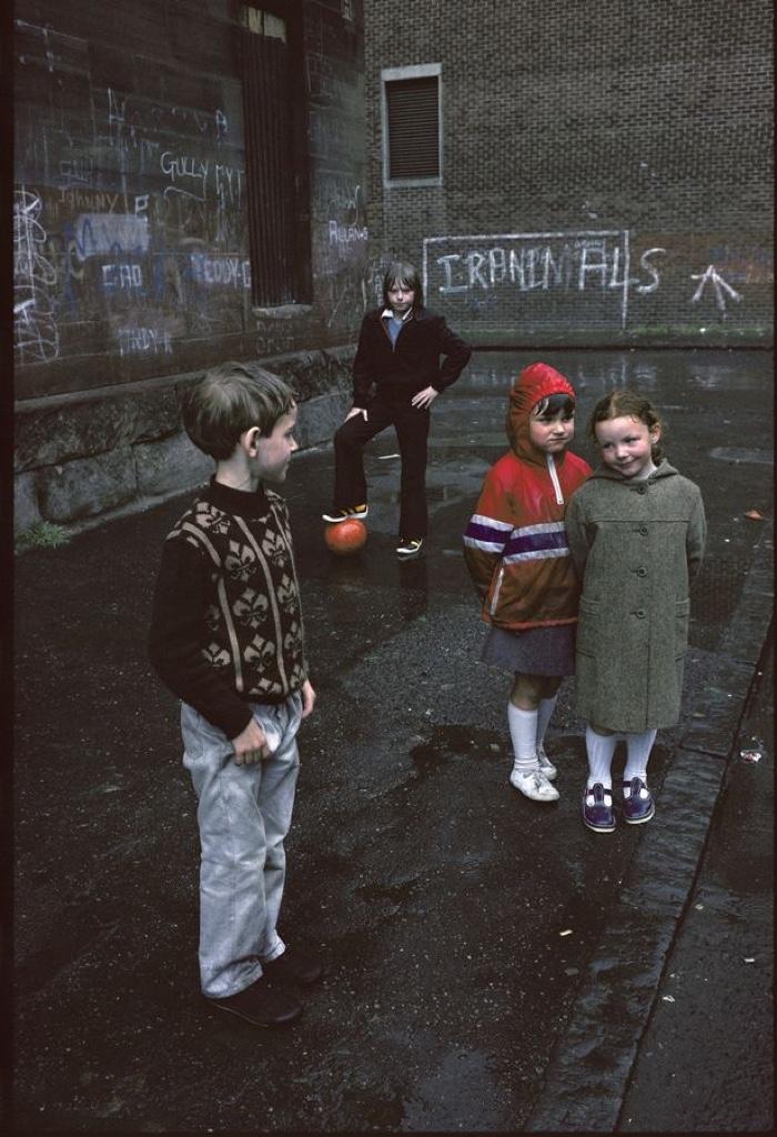 0litlegirls-Glasgow-by-Raymond-Depardon