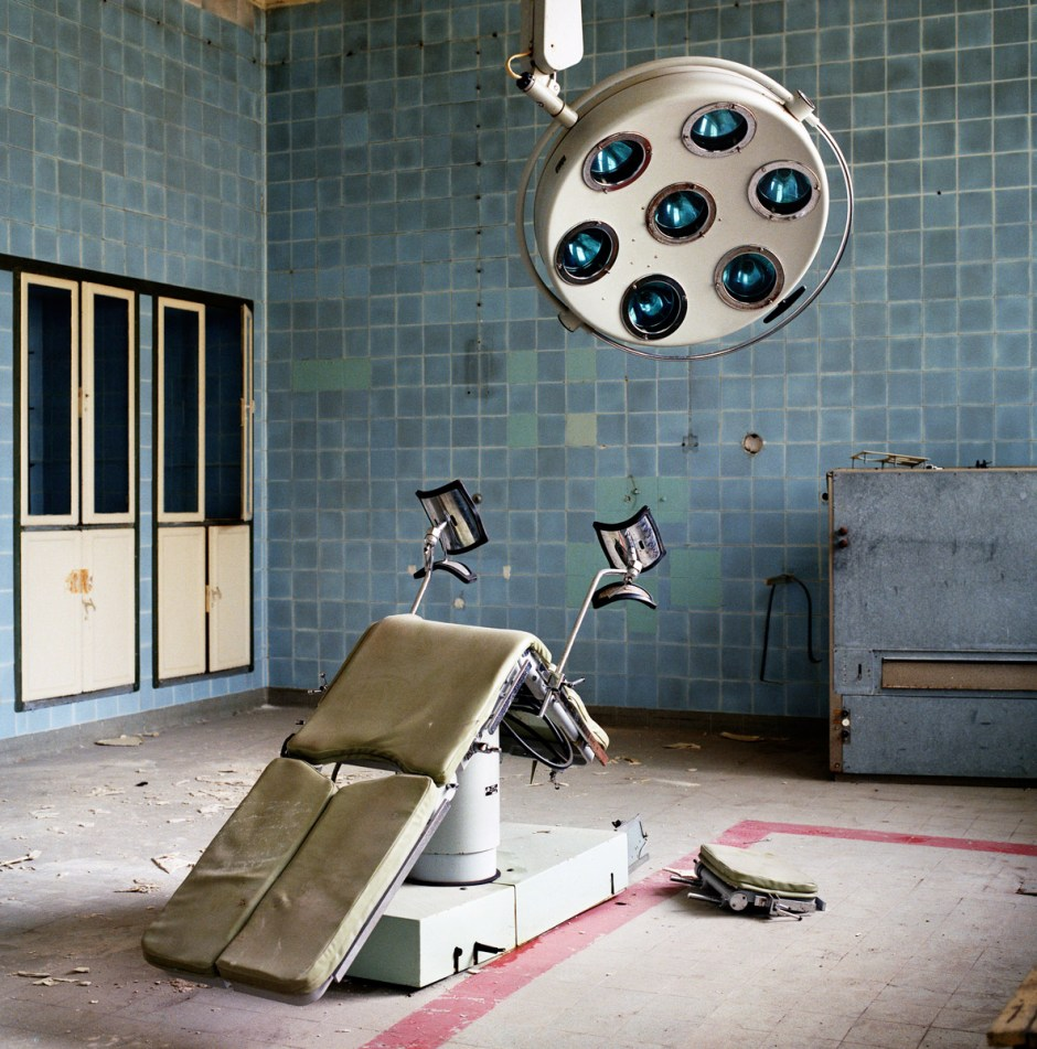 PRESS PHOTO ONLY TO BE USED IN RELATION WITH EXHIBITION RELICS OF THE COLD WAR IN DHM, BERLIN 2016. CUTTING PICTURES IS NOT ALLOWED. Germany East, Juterbog  Soviet Army hospital. Foto: Martin Roemers