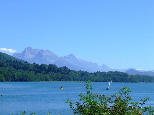 Alpine lakes Tour Lac de Laffrey
