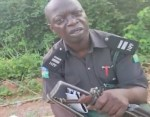"""""""I don't want transfer. I want cash""""- Bribe seeking police officer tells man driving without a tint permit (video)"""