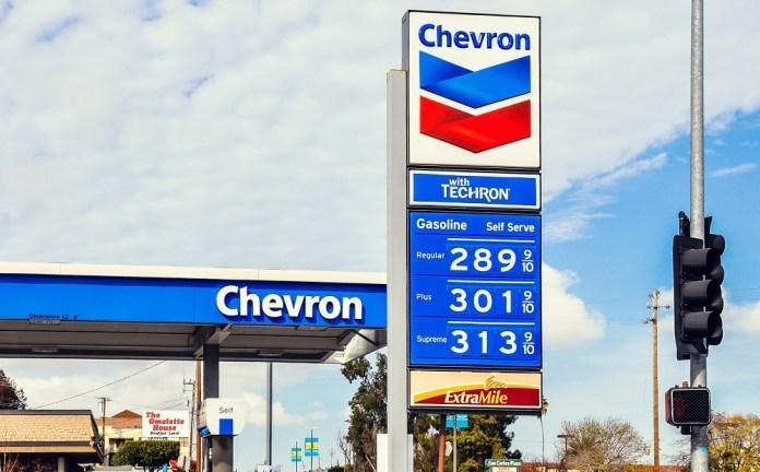 https://i2.wp.com/wealthyretirement.com/wp-content/uploads/2018/05/Chevron_Gas_Station.jpg?resize=696%2C432&ssl=1