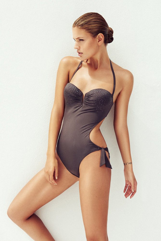 Lingerie and swimwear photography by Stephan Glathe.