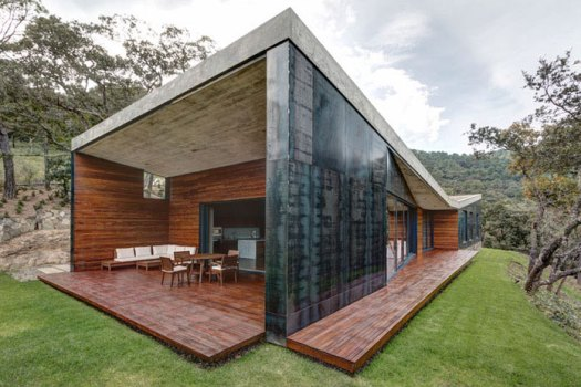 Steel walls and butterfly wing roof, GG House by Elías Rizo Arquitectos.