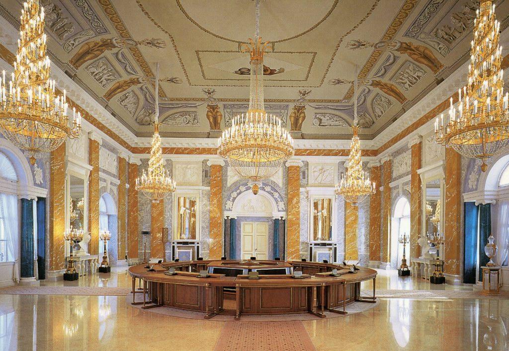 Зал Константиновского дворца