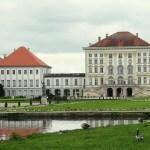 Фасад дворца Нимфенбург и канал