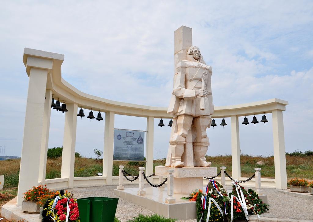 Мемориал русскому адмиралу Ушакову