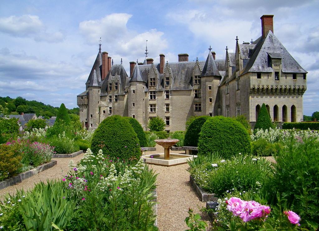 Замок Ланже во Франции