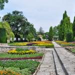 Аллеи парка вокруг дворца