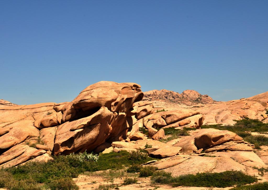 Причудливые скалы Бектау-ата
