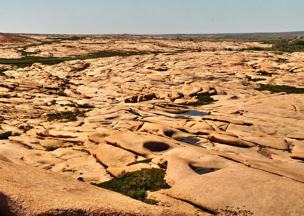 Поверхность Бектау-ата из расплавленного гранита